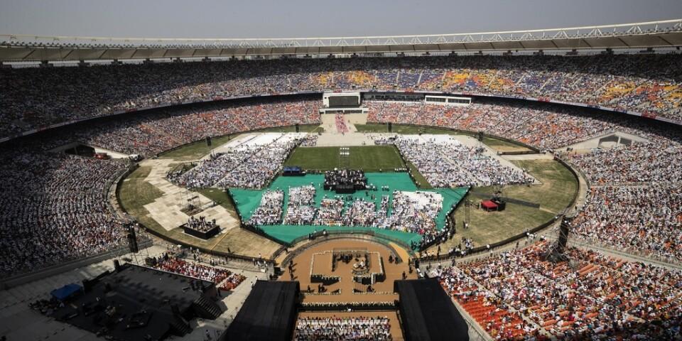 Trump höll ett tal inför närmare 100|000 personer i Ahmedabad.