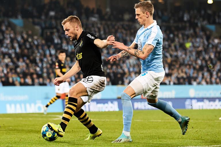 AIK:s Sebastian Larsson i samband med en match mot Malmö FF. Arkivbild.