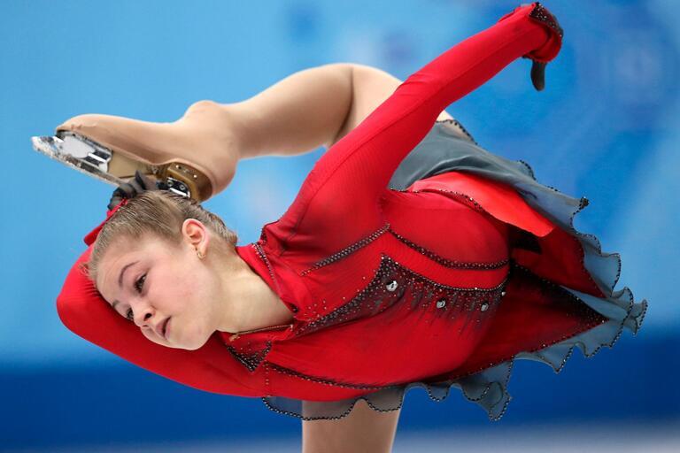 Ryskan Julia Lipnitskaia, OS-medaljör i Sotji 2014, har valt att lägga ner sin konståkningskarriär på grund av ätstörningar, blott 19 år gammal.
