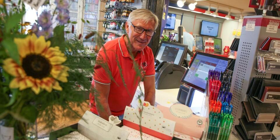 – Det känns riktigt bra att vara igång igen, säger Ulf Johansson, butikschef på Simrishamns Bokhandel.