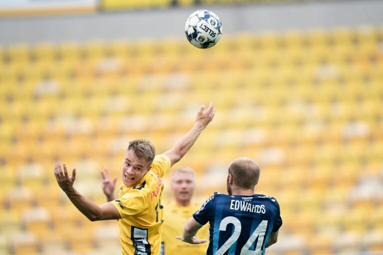 Leo Väisänen, här i en match mot Djurgården tidigare i år, är tillbaka i matchform efter smällen på träning i fredags.