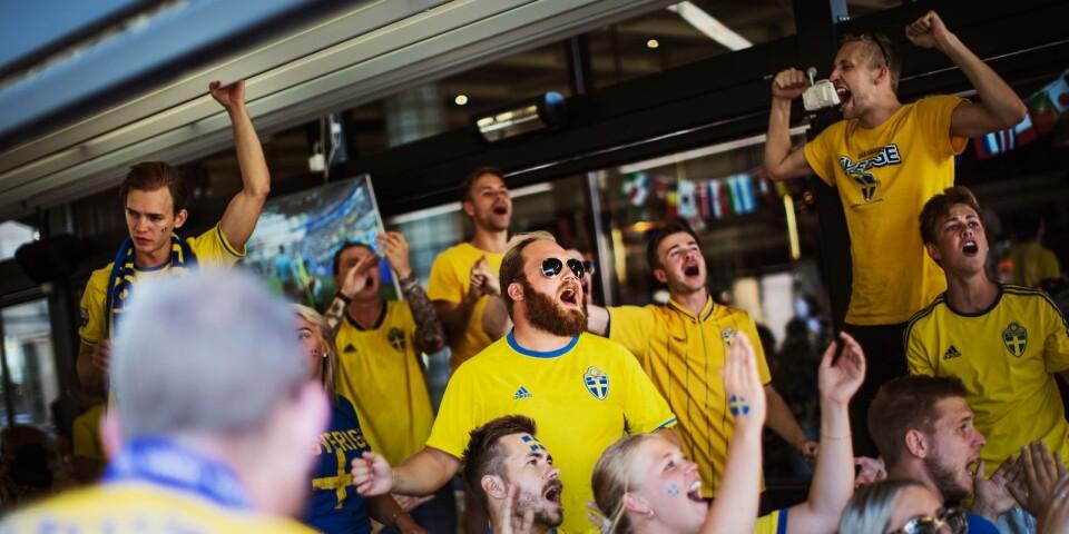 Sveriges åttondelsfinal i fotbolls-VM visades på flera ställen i Sjuhärad. Nu rustar man även för kvartsfinalen mot England.
