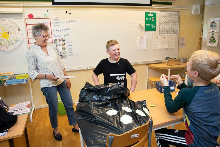Tage Hjelm i 3B på Rödsleskolan blev årets bästa majblommesäljare i Oskarshamn.