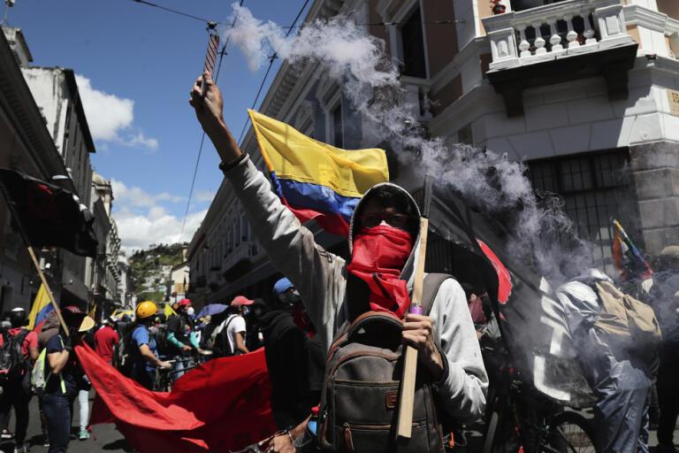 Demonstranter i Ecuadors huvudstad Quito.