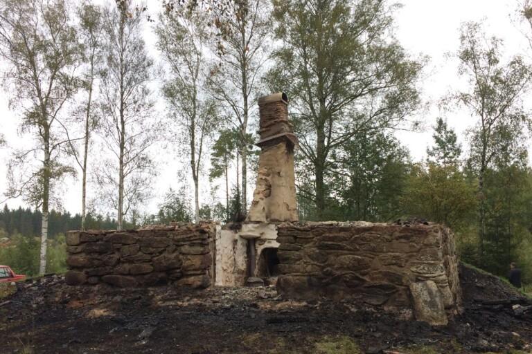 """Historisk byggnad brann ner: """"Oerhört sorgligt"""""""