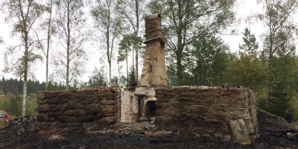 Gärdslevargens koja brann ner till grunden under natten till söndagen.