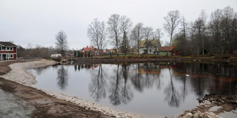 Fastigheter drabbades vid översvämning - nu är dammen tätt inpå tätad