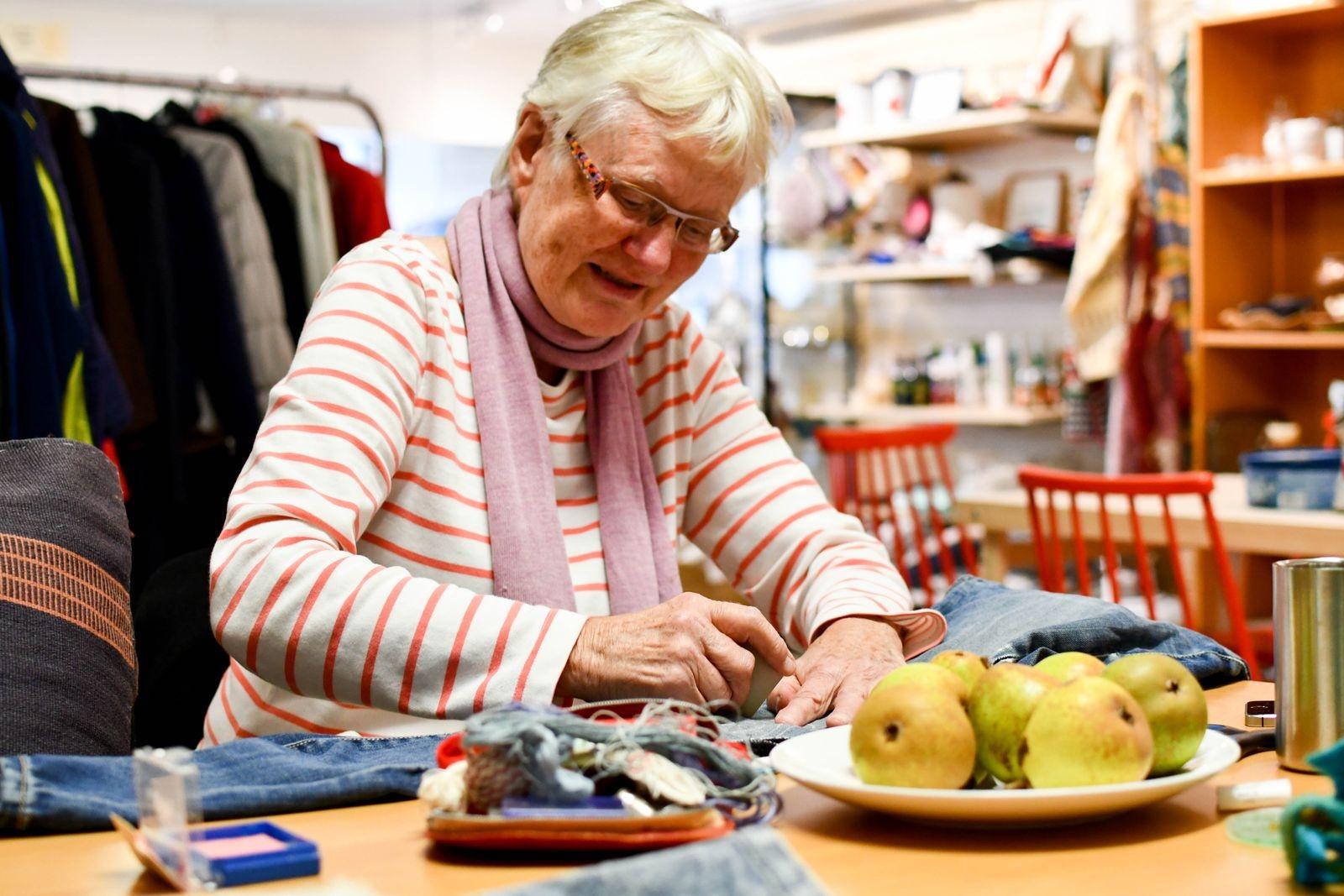 Marianne Celander lagar sina favoritjeans med sashiko.