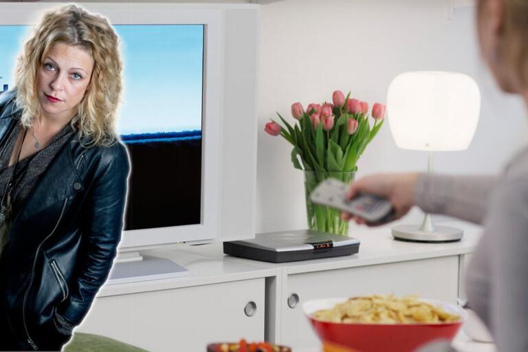Rebecka Åhlund: Man börjar med att äta framför teven, sedan slutar man duscha och skjuter heroin