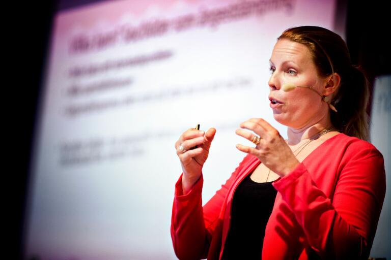Författaren Caroline Engvall är en av föreläsarna på psykiatridagarna i länet.