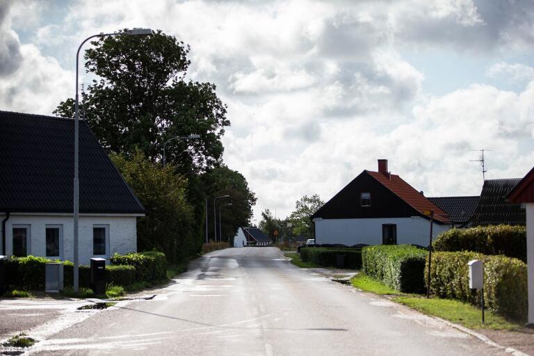 Enligt den översiktliga skissen på ett av alternativen till framtida västlig ringväg kan vägen komma att korsa Tommarpsvägen hitom det vita huset längst bort i bild.