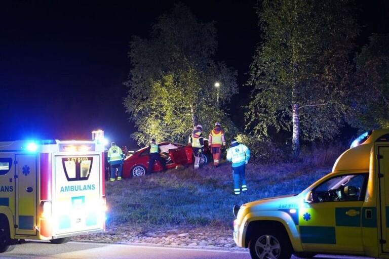 Bil i olycka i rondell i Växjö