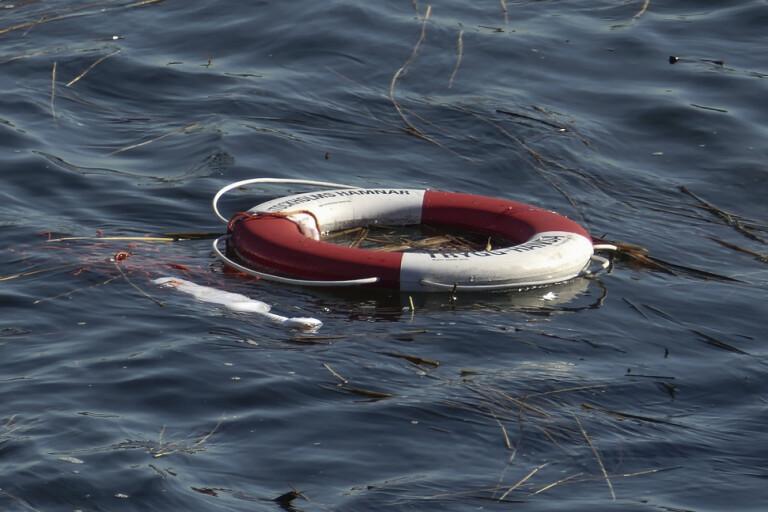 Person till sjukhus efter båtolycka