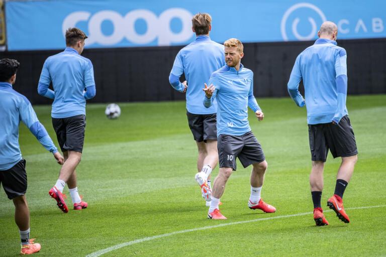 Mittfältsstjärnan Anders Christiansen har utsetts till ny lagkapten i Malmö FF efter att Markus Rosenberg avslutat sin karriär.