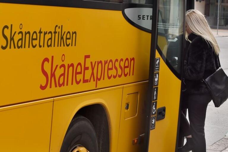 66 busschaufförer i Skåne förlorar jobben – Ystad berörs