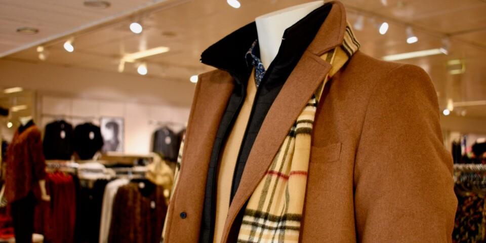 Den klassiska ullrocken i kamelfärg är en av höstens stora trender i herrmodet.