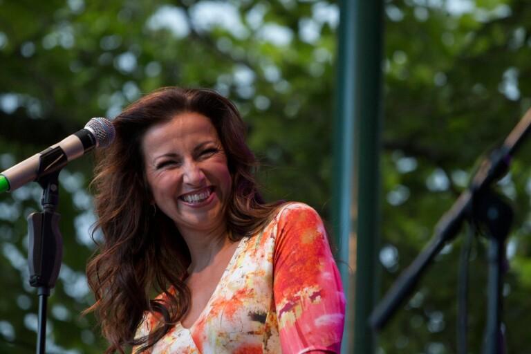 Sonja Aldén sjunger med Söderslätts Musikkår