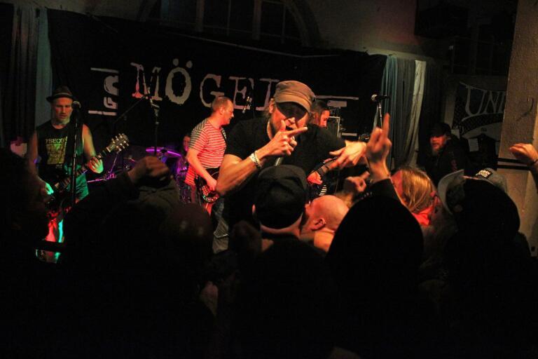 Det var 25 år sedan som Ditt ljug gavs ut. När Undergrunden arrangerade punkkväll spelade boråsarna i Mögel hela fullängdsdebuten från start till mål.