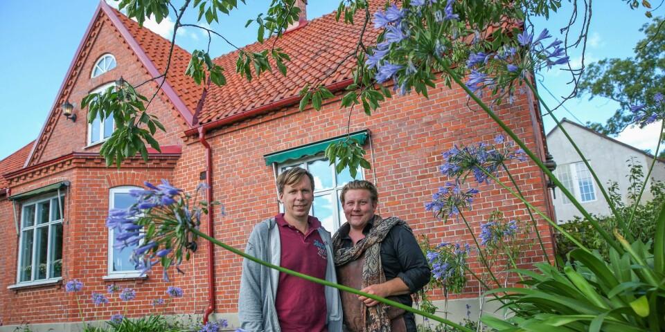 """Petter Kjellén och Karl Fredrik Gustafsson kan pusta ut efter en minst sagt hektisk sommar på Eklaholm. Paret planerar nu för en ny butik till nästa år, samtidigt som inspelningarna av den andra säsongen av den omåttligt populära serien """"Karl Fredrik på Österlen"""" pågår."""