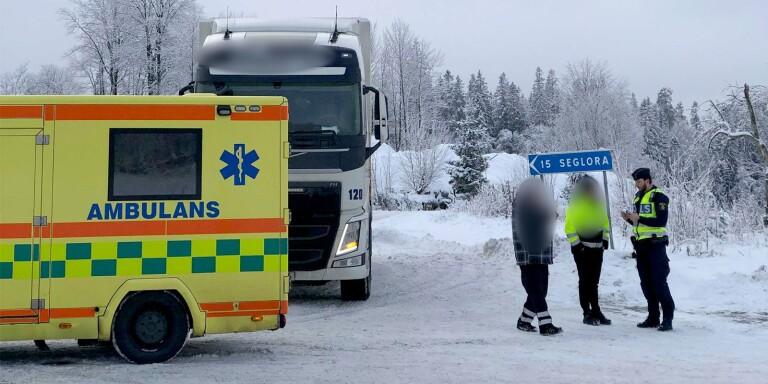 JUST NU: Lastbil och buss i krock i Viared – en person skadad