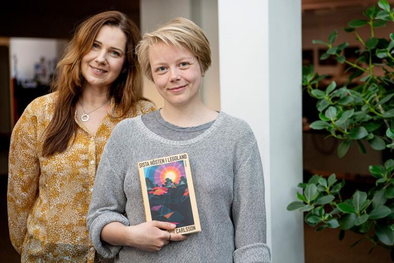"""Hanna Rut Carlsson till höger, gästar Marie Magnusson i podcasten """"Bokstavligt talat""""."""