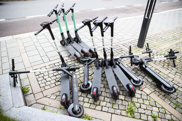 Parkeringsvakter ska röja bland elsparkcyklar