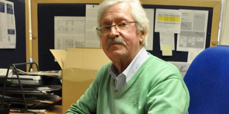 Rolf NIlsson, under många år verksam som journalist på Ölandsbladet, är aktuell med en bok om Kurt Heinecke.