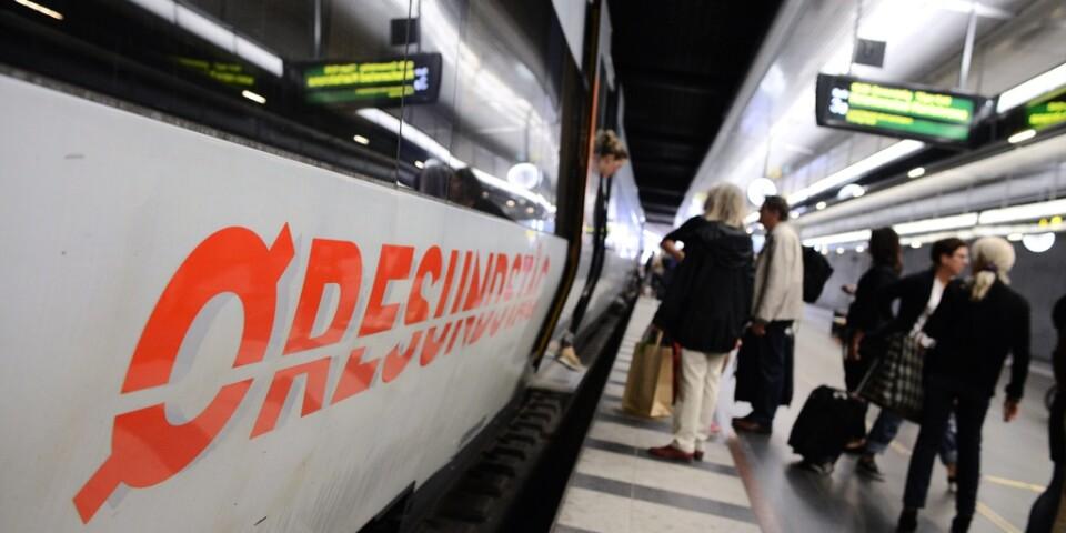 Passagerare kliver av ett Öresundståg på Malmö C. Arkivbild.