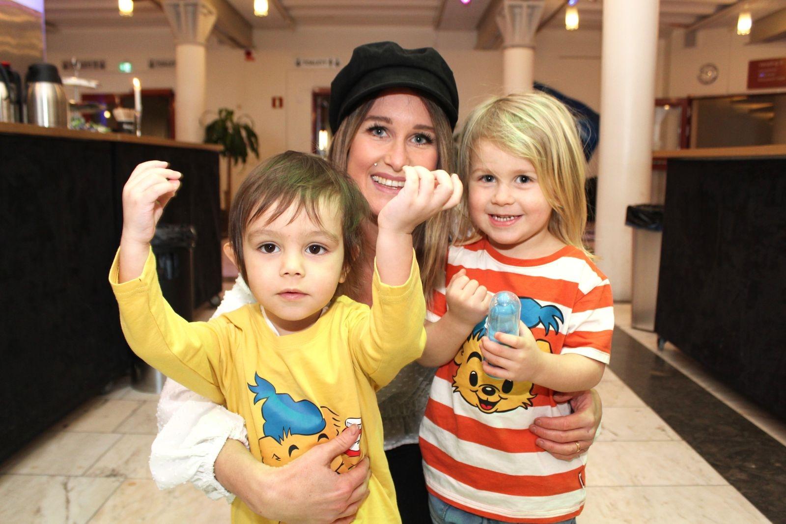 Therese Johansson med Jack  (3,5) och Chandi (2).