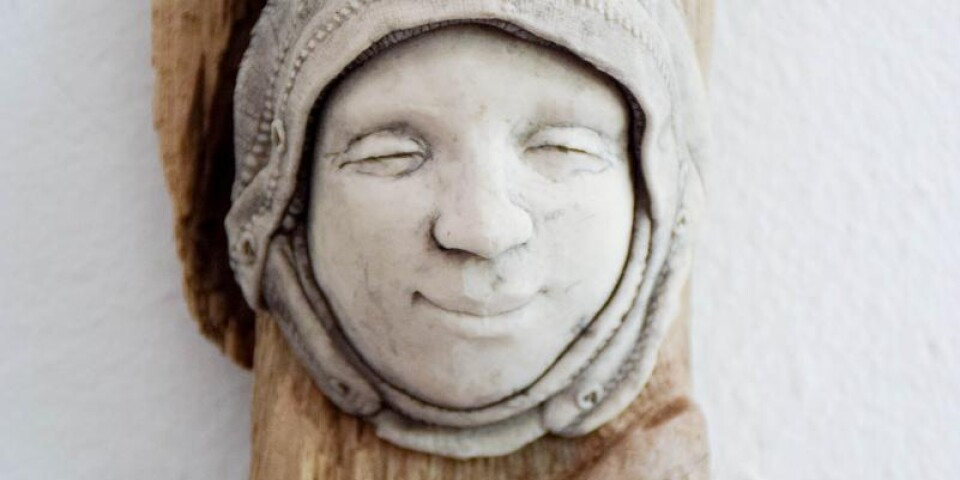 En längtan tillbaka till leran fick Åsa att börja skulptera igen, efter ett uppehåll på 13 år. Idag växlar hon mellan att måla och skapa av lera.