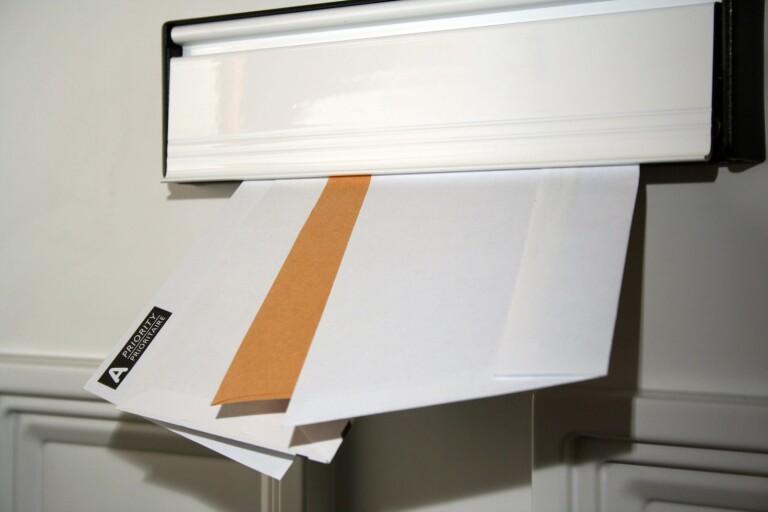 Blåljus: Tjejer ska ha stulit post från brevbärare