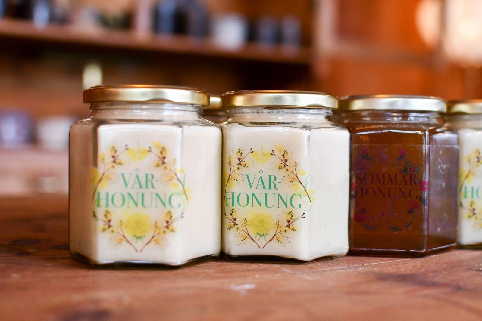 I butiken finns även mathantverk, som närproducerad honung.