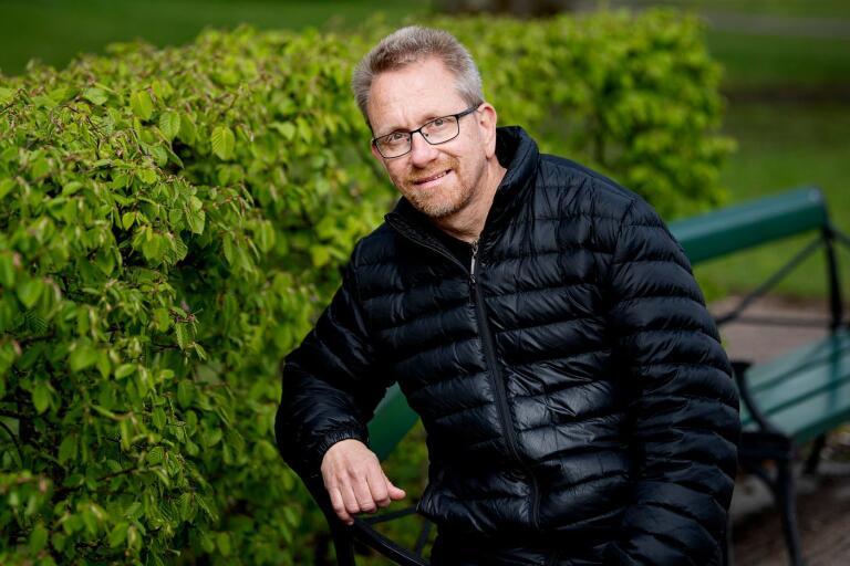 – Jag går till jobbet med glädje varje dag och det roligaste är att mötas av alla glada barn, säger Stefan Lindstig, fritidsledare på Ljungfälleskolan.