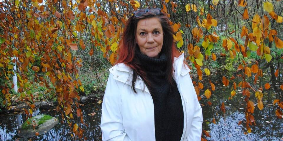 Tomelillabon Gunilla Lindorff växte upp med två psykiskt sjuka föräldrar. De traumatiska upplevelserna och hur de präglat hennes liv redogör hon för i en nyutkommen självbiografi.