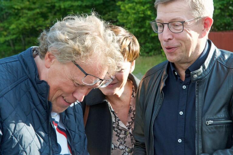 Magnus Quick och Rydskompisen Kennert Svensson, nämnd i boken förstås, springer på varandra i Häradsbäck, inför ett föredrag som den landsflyktige smålänningen ska hålla.