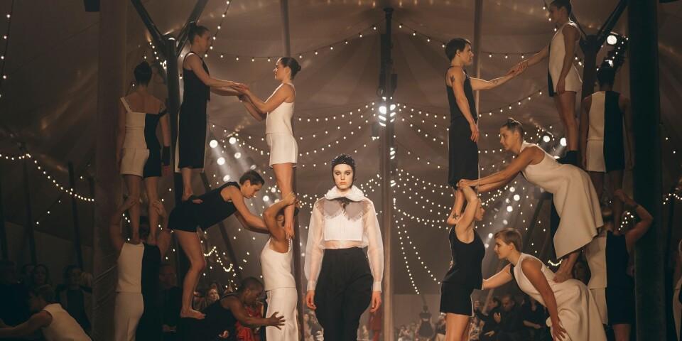 2019 deltog Rebecka i Diors spektakulära haute couture show på Musée Rhodin i Paris.