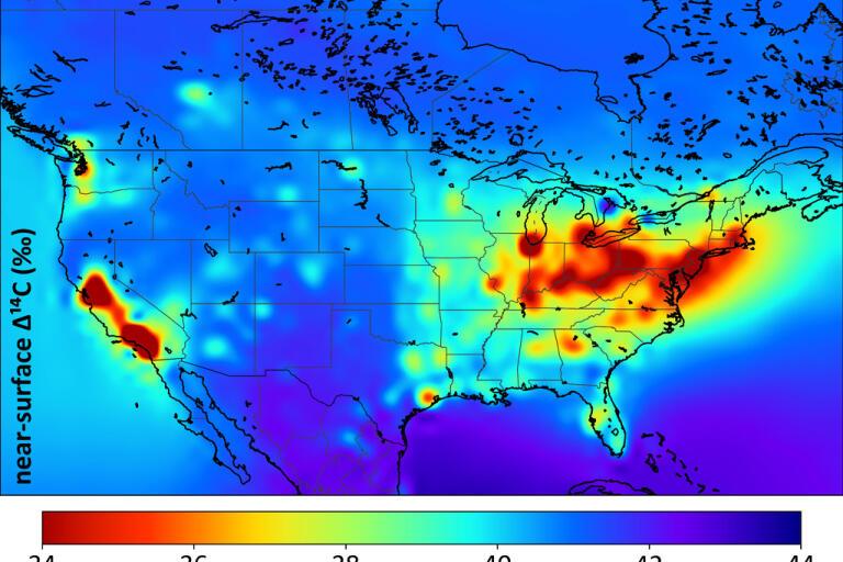 Koldioxid från fossila bränslen och cementindustrin kan spåras i och med att den saknar isotopen kol-14. Röda områden har höga utsläpp.