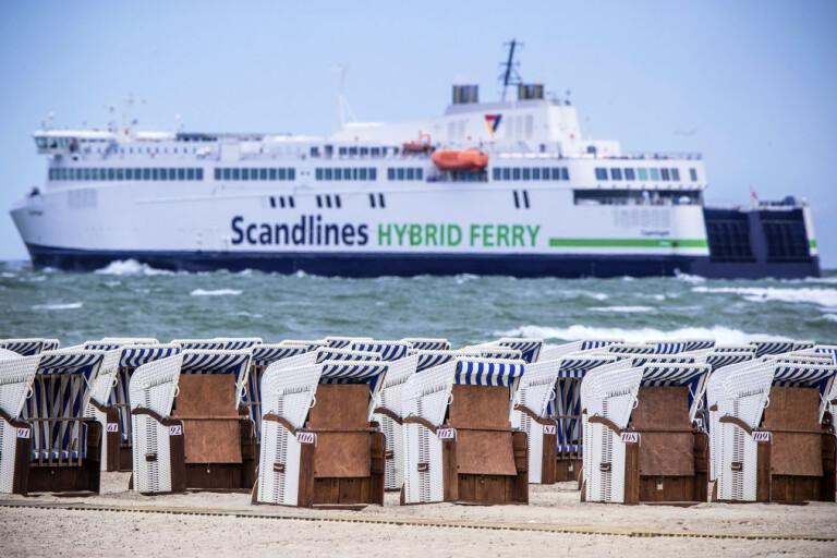 Scandlines, vars färja Copenhagen här fotograferats vid Rostock, är ett av de rederier som märkt en markant nedgång i antalet danska passagerare.