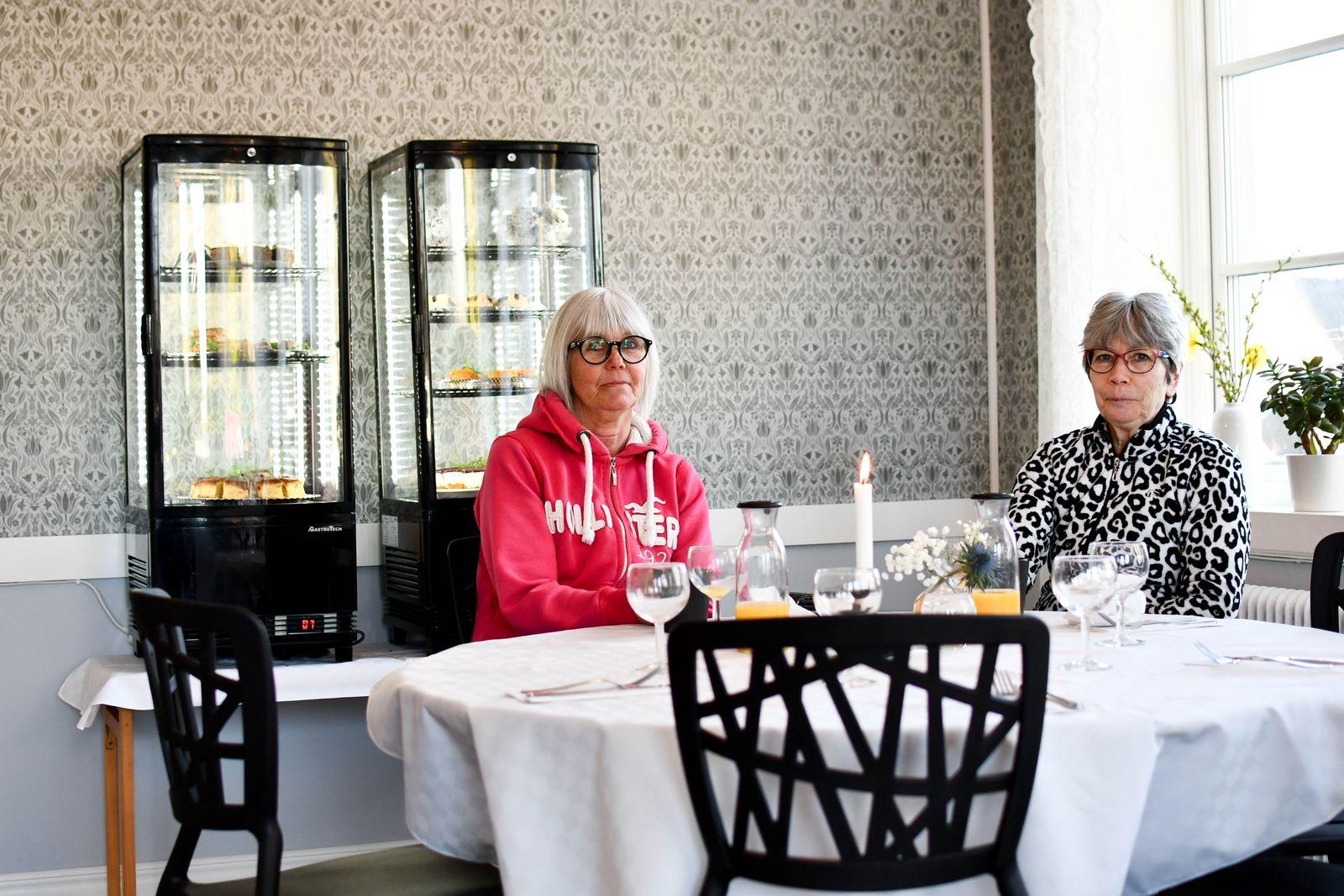 Två av de första gästerna var Mona Nilsson och Ann-Christine Lindstrand som tog paus i jobbet för att äta frukost på nya Torget 6 i Folkets park.