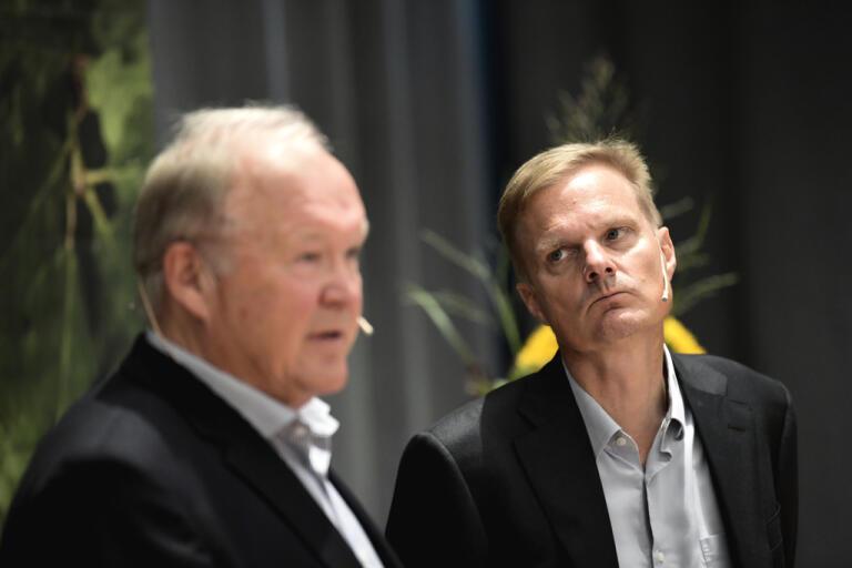 Swedbanks styrelseordförande Göran Persson med bankens vd Jens Henriksson. Arkivbild.