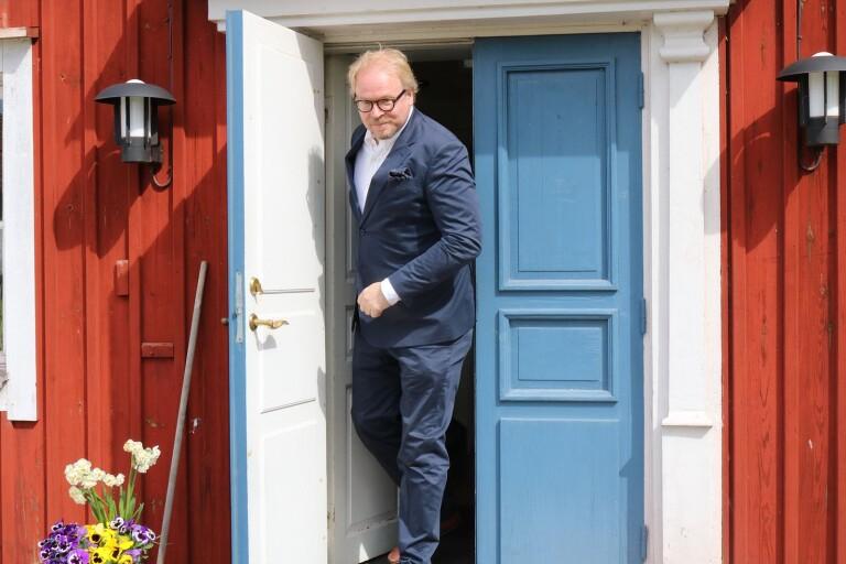 """Fredrik Lindström var i helgen i Gärdslösa prästgård där han fick en intervju med Erik Johan Stagnelius, i dennes barndomshem. I vinter kommer en SVT-serie om lyrik och poesi där Stagnelius dikt """"Till förruttnelsen"""" finns med."""
