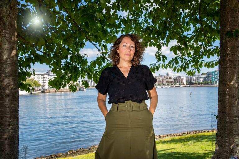 """Författaren, kulturdebattören och journalisten Elisabeth Åsbrink är aktuell med boken """"Övergivenheten"""", om ett judiskt arv att återerövra."""