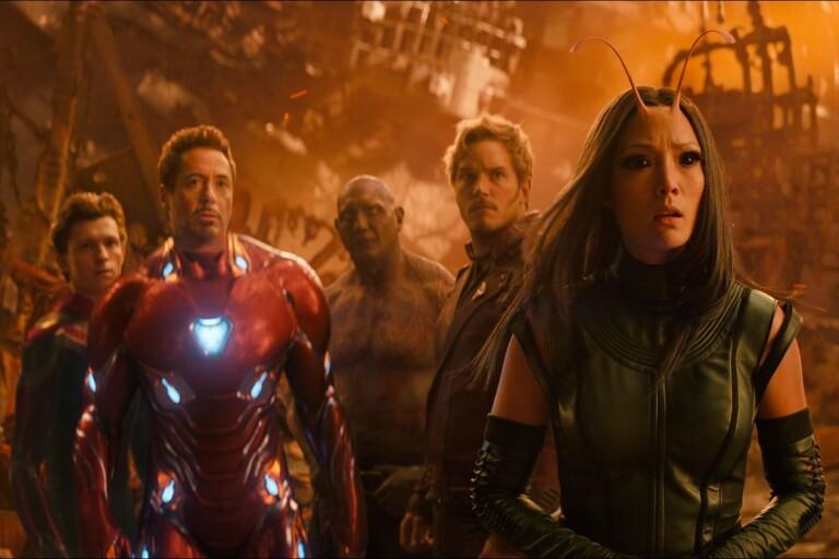 """Gänget från """"Guardians of the galaxy"""" möter Iron man och Spider-Man i nya """"Avengers: Infinity war"""". Fån vänster till höger syns Tom Holland, Robert Downey Jr, Dave Bautista, Chris Pratt och Pom Klementieff."""