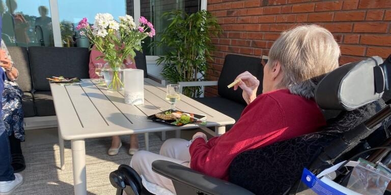 Stor balkong för de äldre invigs