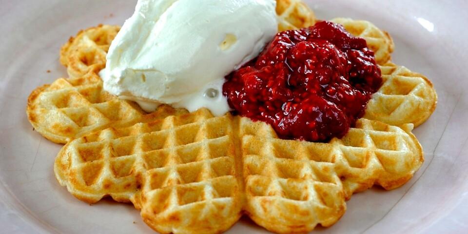 We call Vårfrudagen, Lady Day, våffeldagen, waffle day. Waffle with cream and raspberry jam.