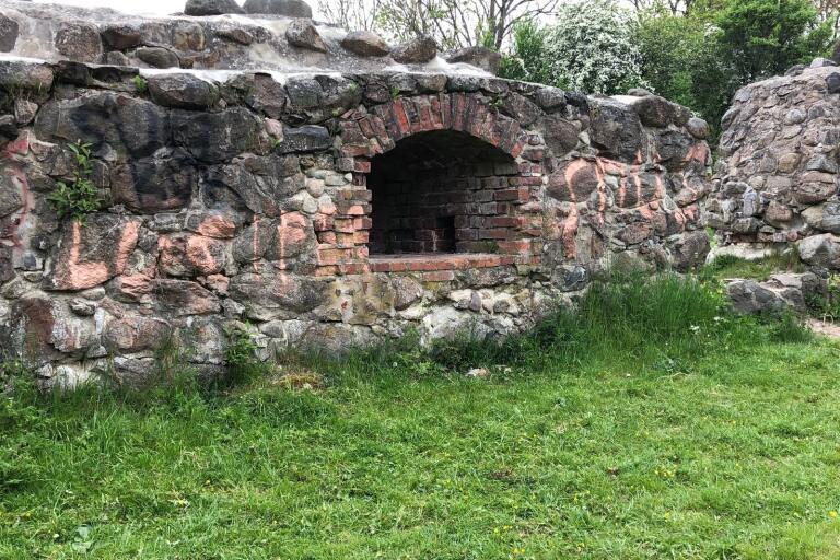 Bilder: Historisk ruin utsatt för ny skadegörelse