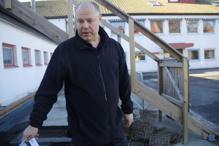 Vesa Myllylä, fastighetsförvaltare i Ulricehamns kommun, konstaterar att det krävdes flera insatser för att få stopp på läckaget i Nämndhuset. En renovering av arbetslokalerna har också gjort för att få till en acceptabel arbetsmiljö, för de delar av kommunens förvaltning som finns i byggnaden.