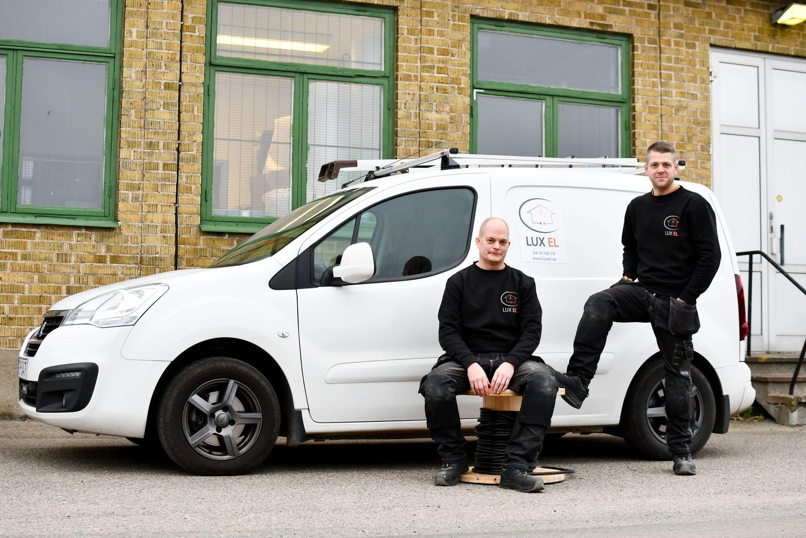 Henrik Dahl och Carl Lindskog har många års erfarenhet som anställda elektriker på olika firmor bakom sig.