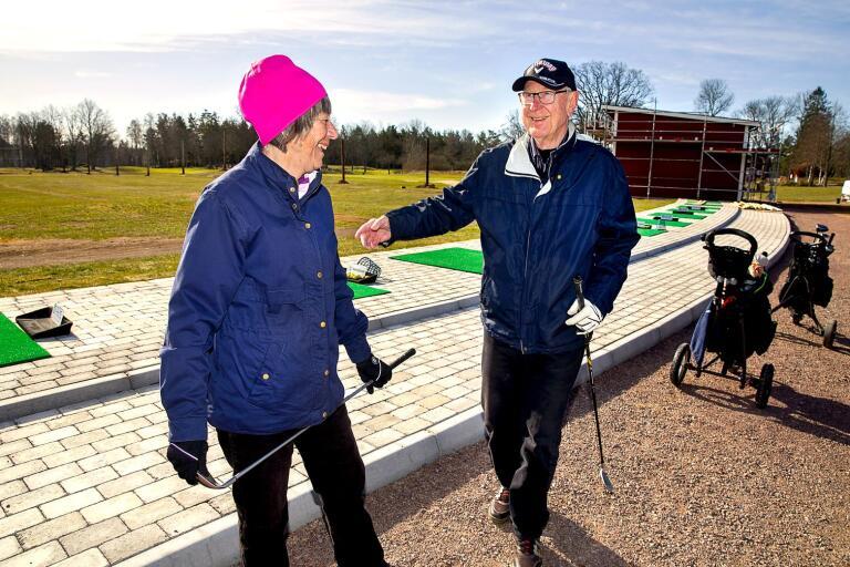 Kerstin Nordlinder och K-G Dahlberg stortrivdes på golfbanan i Skorpetorp på onsdagsförmiddagen.