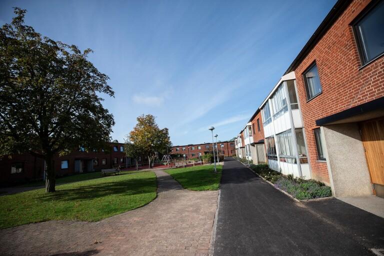 Den föreslagna utförsäljningen av Trelleborgshems lägenheter motsvarar tre gånger Fagerängen, skriver två representanter för SÖS.